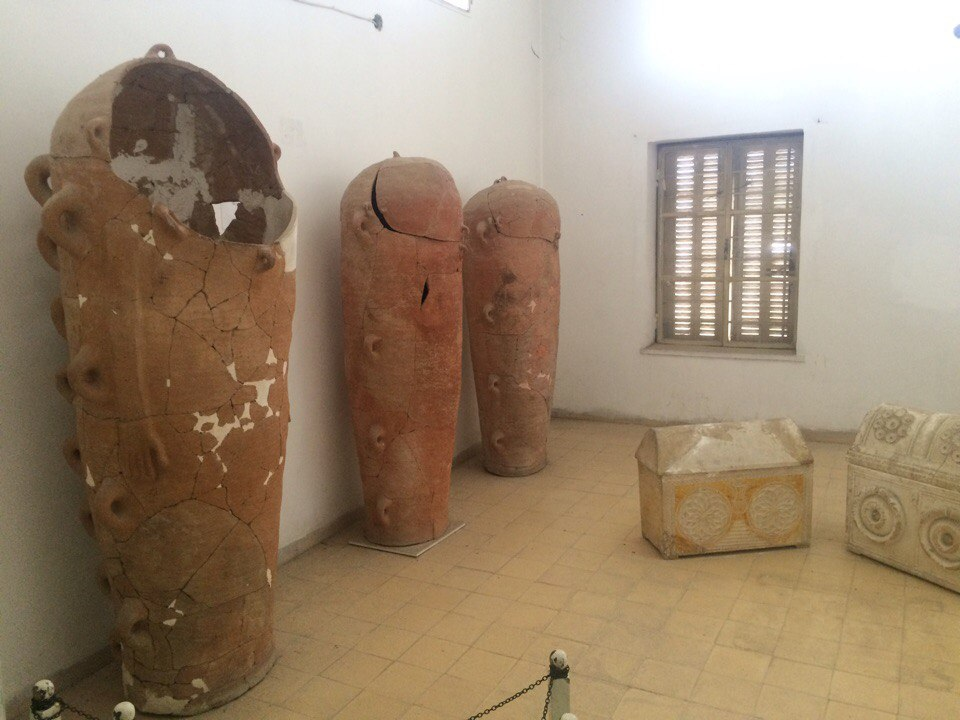 антропоморфні саркофаги